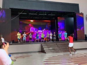 クラブメッド  キッズプログラム ステージ